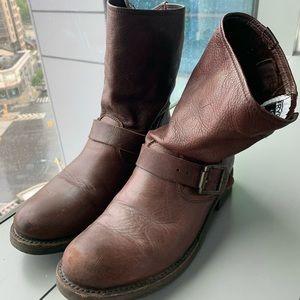 Frye Veronica Boots (Dark Brown)